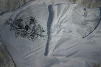 V-neck girly skull shirt